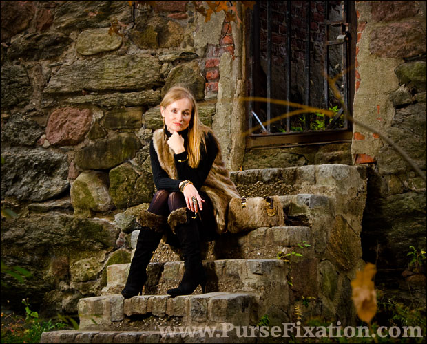 Pursefixation on the steps of the Black House in Northern Central Park